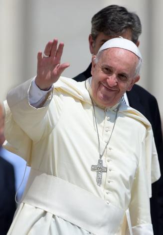 Criza imigrantilor: Papa, invitat de un musulman sa se converteasca la islam