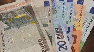 Curs valutar: Euro continua sa scada, dar dolarul creste