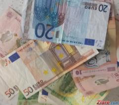 Curs valutar: Euro continua sa scada, dolarul prinde avant