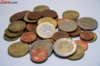 Curs valutar: Euro creste, iar dolarul scade