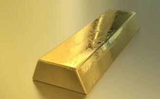 Curs valutar: Euro si dolarul scad, insa aurul atinge un nou record