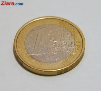 Curs valutar: Euro si dolarul scad usor