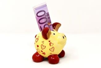 Curs valutar: Si euro tot scade, scade