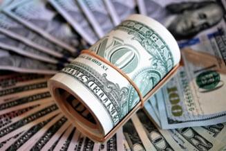 Curs valutar: Dolarul ajunge la cel mai mare nivel din ultimele 2 luni, euro creste iar