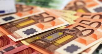 Curs valutar: Euro ajunge la cel mai mic nivel din ultimele 2 luni