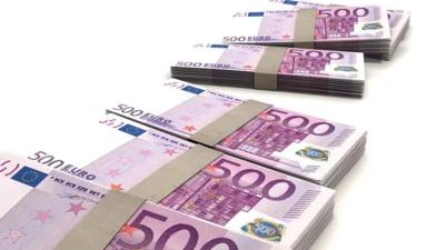 Curs valutar: Euro ramane pe loc, dar dolarul creste puternic
