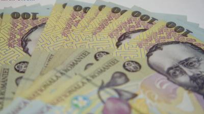 Curs valutar: Euro scade putin, dolarul si lira sterlina cresc