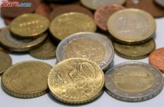 Curs valutar: Euro si dolarul cresc usor