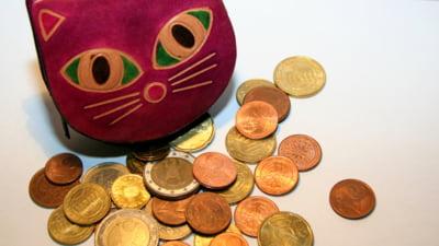 Curs valutar: Euro si dolarul cresc
