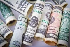 Curs valutar: Euro si dolarul scad la inceput de saptamana
