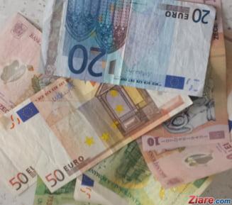 Curs valutar: Leul se zbarleste putin la euro si dolar