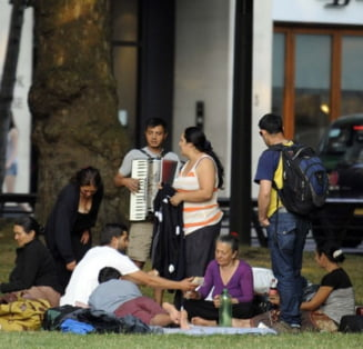 Daily Mail: Britanicii finanteaza cersetorii - rromii trimisi in Romania s-au intors in Londra (Galerie foto)