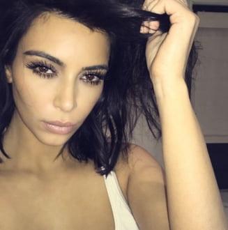 Decolteul saptamanii: Kim Kardashian loveste din nou