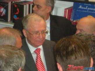 Dosarul Mineriadei: Procurorii spun ca Iliescu a cerut dotarea militarilor cu armament si munitie de razboi