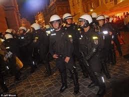 EURO 2012: Opt suporteri au fost condamnati la inchisoare