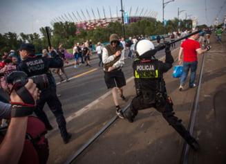 EURO 2012: Peste 100 de huligani, arestati la Varsovia