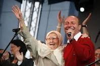 Editorial: A murit ultimul Mos Craciun: Traian Basescu