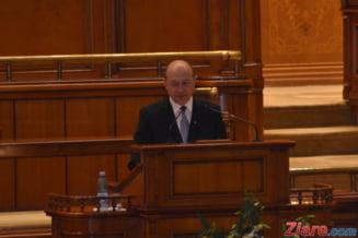Editorial: De ce liciteaza Basescu mana PDL
