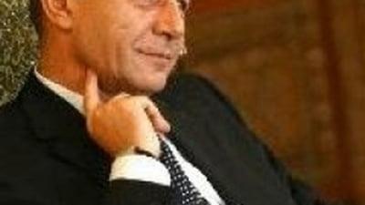 Editorial: Si-a bagat coada Basescu?