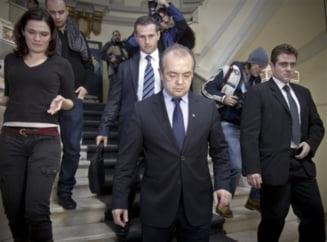 Financial Times: Demisia lui Boc, strategie disperata a lui Basescu?