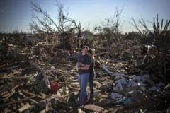 Fotografia zilei: Minune in mijlocul dezastrului