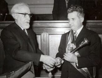 Fotografia zilei: Ceausescu, primul presedinte cu sceptru