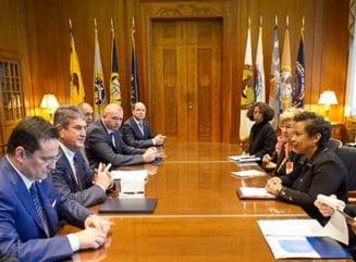 Fotografia zilei: Gabriel Oprea s-a intalnit cu procurorul general al SUA