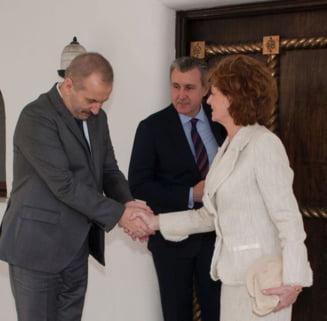 Fotografia zilei: Ministrul Vasile Dancu si Custodele Coroanei