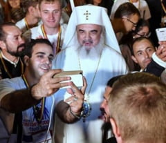Fotografia zilei: Selfie cu patriarhul Daniel