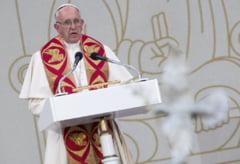 Fotografia zilei: Papa s-a plimbat cu Loganul in timpul unei vizite oficiale