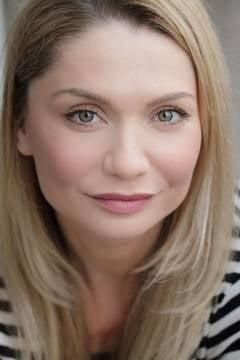 Hai la film, cu Cristina Cioran: Alice in Tara Oglinzilor (Video)