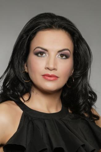 """Make-up cu Lizi Serbanescu: Cum sa te dai cu ruj """"pe nevazute"""" si cum sa ai buze ca ale Angelinei Jolie"""