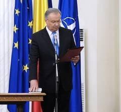 Mang, acuzat de plagiat: Academia Romana nu a primit nicio cerere de la Ponta
