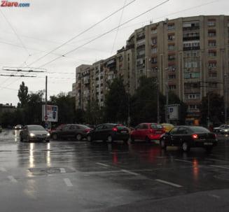 Meteo: Ploua, dar macar nu e prea frig
