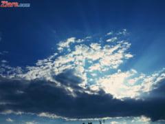 Meteo: Vreme calduroasa, dar si cu ploi