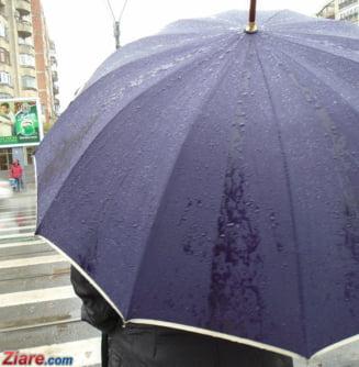 Meteo: Weekend cu ploaie dupa ploaie. Si se face mai frig
