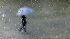 Meteo Vara capricioasa, cu ploi si descarcari electrice