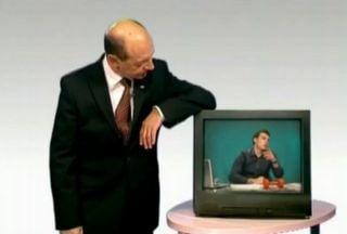 Opinii: Afara ploua. Basescu vorbeste degeaba