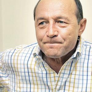 Opinii: Basescu, siluit de politicieni