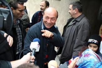 Opinii: Camasa de forta pentru Basescu