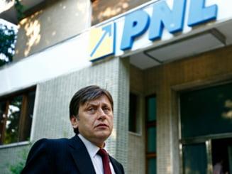 Opinii: De ce-l saboteaza liberalii pe Crin Antonescu