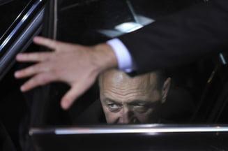 Opinii: Presedintele scoate sabia din teaca. Pazea!