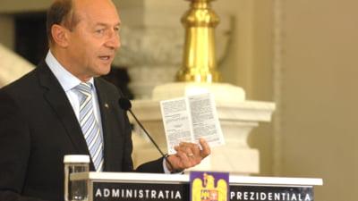 Opinii Cum a transformat Basescu zoaiele in apa sfintita