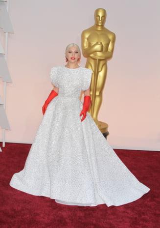 Oscar 2015: Lady Gaga, performanta impresionanta - Cine a felicitat-o (Video)