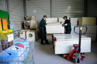 Patrula de reciclare: Frigiderul tau vechi contribuie la incalzirea globala. Scapa de el corect!