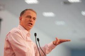 """Presa de azi: """"Premierul"""" Mircea Geoana vrea un sef de stat de paie"""