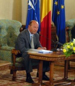 Presa de azi: Basescu a dat cu Geoana de pamant