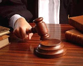 Presa de azi: Codul Penal al lui Boc il ajuta pe Nastase si il infunda pe Basescu