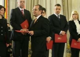 Presa de azi: Emil Boc a economisit dintr-un foc 1 miliard de euro