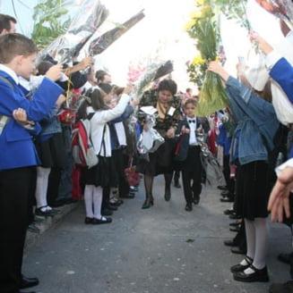 Presa de azi: Profesorii scot politicienii din scoli
